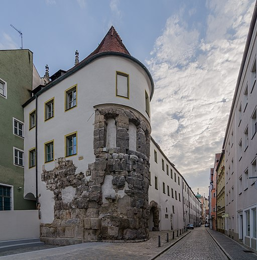 Regensburg, Bischofshof mit Porta Praetoria, 2017-06 CN-01