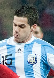 Ricardo Quaresma (L), Fernando Gago (R) – Portugal vs. Argentina, 9th February 2011 (1) (cropped).jpg