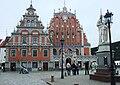 Riga-Schwarzhäupterhaus und Roland.jpg