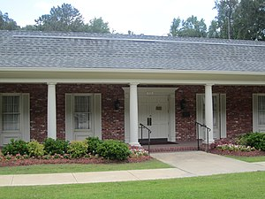 Columbia, Louisiana - Image: Riser and Son Funeral Home, Columbia, LA IMG 2696