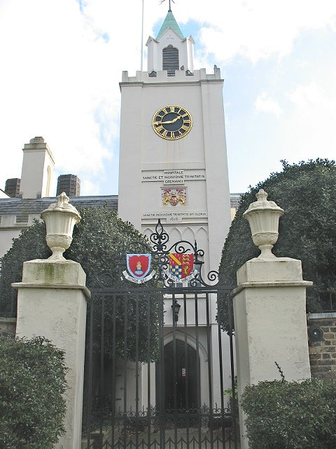 Riverside entrance to Trinity Hospital, Greenwich - geograph.org.uk - 1164174