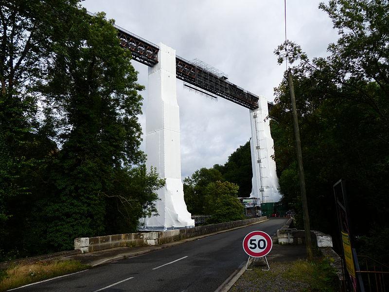 Viaduc de Rouzat (Allier, France) sur la Sioule. Vue en direction de l'est. Travaux de maintenance en juillet 2013.