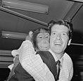 Rudi Carrell heeft de zilveren roos gewonnen. Rudi Carrell met chimpansee Plato , Bestanddeelnr 916-3520.jpg