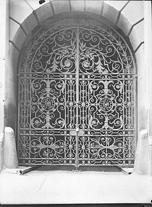 Curlicue - Image: SLNSW 22793 Decorative iron gates made by Cyclone Gate and Fence Co for building at Kings Cross taken for Building Publishing Co