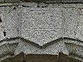 Saint-Amand (23) église portail clé.jpg