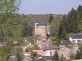 The chateau and surrounding buildings in Saint-Léons