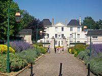 Saint-Soupplets (77), mairie (ancien château de Maulny), allée du Château.jpg