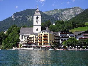 Sankt Wolfgang am Wolfgangsee mit Kirche und Hotel Weißes Rössl