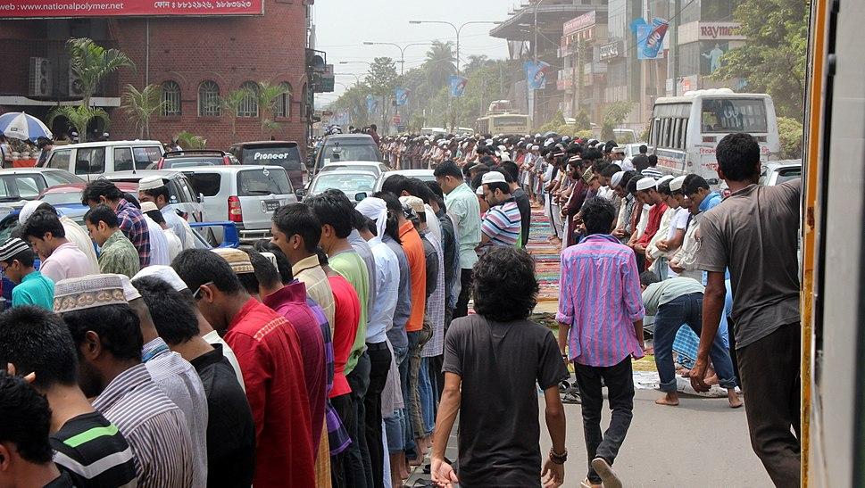Saying Juma Namaz (Friday prayer for Muslims), Dhaka, Bangladesh NK