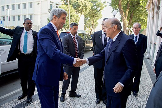 Secretary Kerry Shakes Hands with Brazilian Foreign Minister Serra (28759710446).jpg