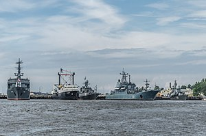 Ships in Kronstadt harbour 03.jpg
