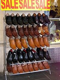 Eladásra kínált cipők Londonban bf2dc8156c