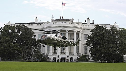 Sikorsky VH-92 lands in front of the White House during tests on 22 September 2018 (180922-M-ZY870-531)