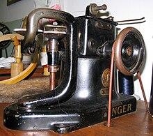 Singer fur sewing machine 1.jpg