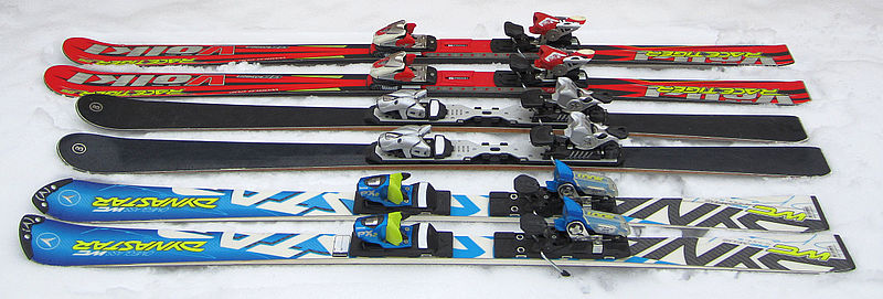 File skis carving race cross slalom g wikimedia commons