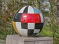 Social globe of mozaiek bol, kunst in het Amstelpark pic2.jpg