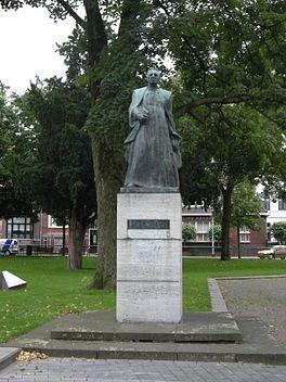 standbeeld W. Nolens in gelijknamig park