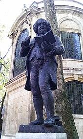 Statue von Samuel Johnson (Werk von Percy Fitzgerald, Rückseite der Kirche St Clement Danes, London) (Quelle: Wikimedia)