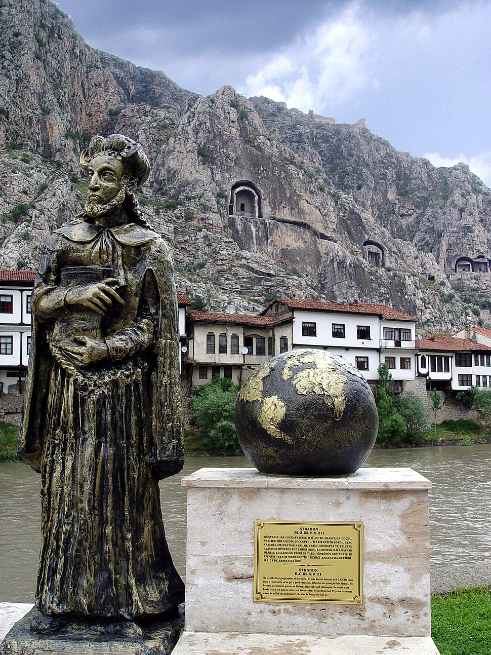 Statue of Strabo in Amasia