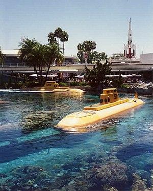 Submarine Voyage - Image: Submarines On Track wb