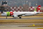 TAP, CS-TQD, Airbus A320-214 (24779554975).jpg