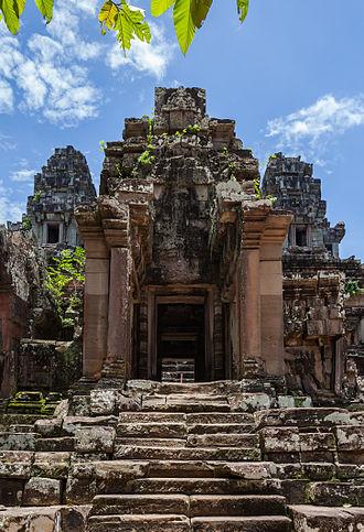 Ta Keo - Image: Ta Keo, Angkor, Camboya, 2013 08 16, DD 04