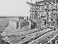 Tafel 10 – Aufbau des rechten Uferpfeilers (Pfeiler 6). Ende Oktober 1897.jpg
