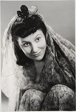 Tanssitaiteilija ja näyttelijä Anitra Karto (musketti.M012-HK19930423-1557).jpg