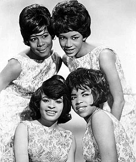 The Marvelettes in 1963, Gladys Horton staat linksboven