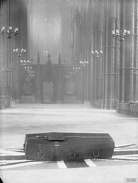 Fil:The Unknown Warrior at Westminster Abbey, November 1920 Q31518.jpg