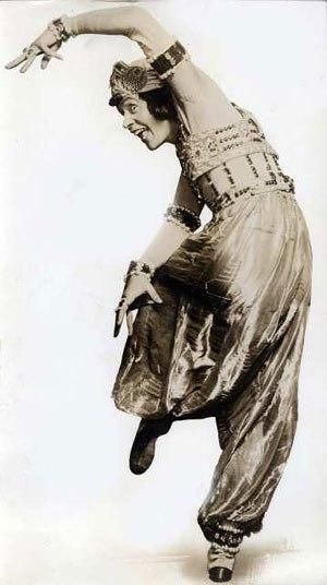 Scheherazade (Rimsky-Korsakov) - Theodore Kosloff in a 1913 performance of Michel Fokine's adaptation of Scheherazade