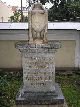 https://upload.wikimedia.org/wikipedia/commons/thumb/0/04/Tomb_of_V.V.Andreev.jpg/330px-Tomb_of_V.V.Andreev.jpg