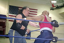 Samu (links) vs. Tony Atlas