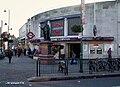 Tooting Broadway stn building.JPG