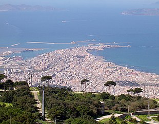 """Trapani seen from <a href=""""http://search.lycos.com/web/?_z=0&q=%22Erice%22"""">Erice</a>. The islands of <a href=""""http://search.lycos.com/web/?_z=0&q=%22Favignana%22"""">Favignana</a> (left) and <a href=""""http://search.lycos.com/web/?_z=0&q=%22Levanzo%22"""">Levanzo</a> (right) can be seen in the background."""