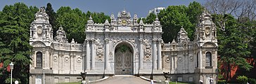 Treasury Gate, Dolmabahçe Palace, Istanbul, Turkey 002.jpg