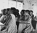Tropenmuseum Royal Tropical Institute Objectnumber 20007622 Kinderen op school in Bigiston.jpg