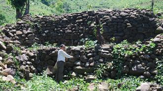 Long Wall of Quảng Ngãi - The Long Wall of Quang Ngai in March 2011