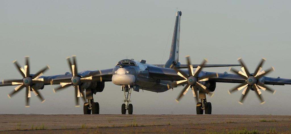 الثالوث النووي: وجهة النظر الروسية 1024px-Tupolev_Tu-95_Marina