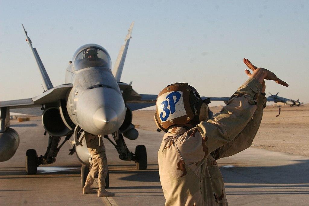 File:US Navy 051124-M-2147S-002 U.S. Navy Aviation Machinist Mate ...