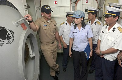 US Navy Lt.Robert Gillenwater explains to Vietnamese Naval Officers the purpose of the diver's decompression chamber, 2006 - Vietnam People's Navy
