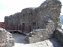 Urquhart Castle Great Hall and Kitchens.jpg