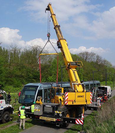 Valenciennes & Anzin - Déraillement de la rame de tramway n° 17 à la sortie du dépôt de Saint-Waast le 11 avril 2014 (068).JPG