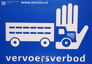 Biosecurity - Biosecurity sign for use on a farm or agricultural area experiencing swine fever (Dutch example).