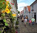 Viele Blumen schmücken im Sommer die Altstadt von Stavanger. 04.jpg