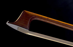 Bow (music) - Tip of a modern violin bow (K. Gerhard Penzel)