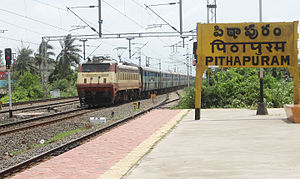 Visakhapatnam - Sainagar Shirdi Weekly Express enters Pithapuram train station 01.jpg