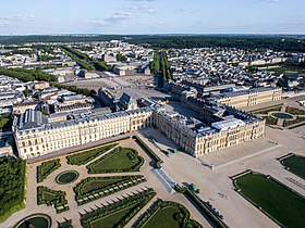 https://upload.wikimedia.org/wikipedia/commons/thumb/0/04/Vue_a%C3%A9rienne_du_domaine_de_Versailles_par_ToucanWings_-_Creative_Commons_By_Sa_3.0_-_083.jpg/280px-Vue_a%C3%A9rienne_du_domaine_de_Versailles_par_ToucanWings_-_Creative_Commons_By_Sa_3.0_-_083.jpg