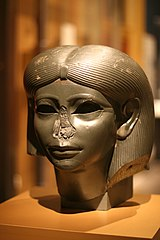 Kopf einer weiblichen Sphinx