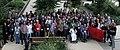 WikiConvention francophone 2016 Photo de groupe resserrée.jpg